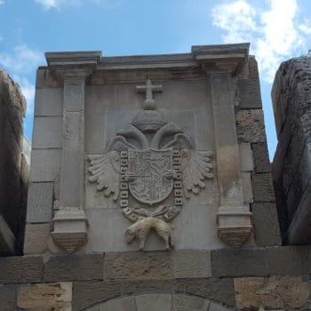 Conociendo nuestro patrimonio Puerta y foso de Santiago