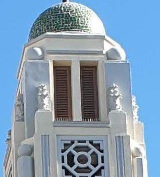 Fachada principal. Parte superior. Detalle torre