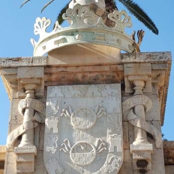 Detalle del escudo y Guzmán el Bueno