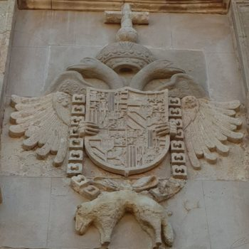 Detalle escudo Puerta de Santiago
