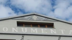 Detalle parte superior de la fachada principal