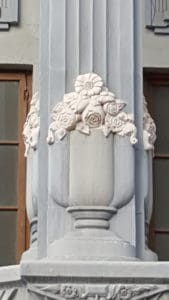 Detalles florales de las fachadas