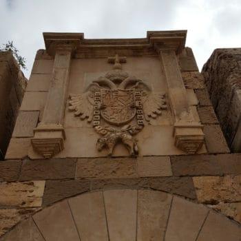 Escudo Puerta de Santiago 01