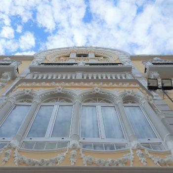 Fachada Avda. Juan Carlos I Rey. Detalle balcón