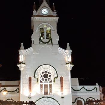 Fachada de la iglesia durante el centenario