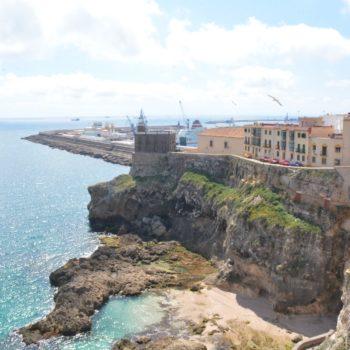 Faro .Muralla de las Cruces y Cala de Trápana