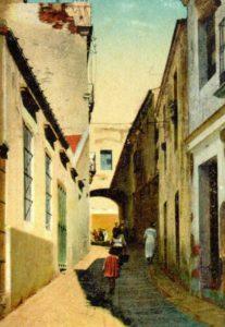 Imagen antigua de la calle San Miguel, al fondo el Hospital de San Francisco
