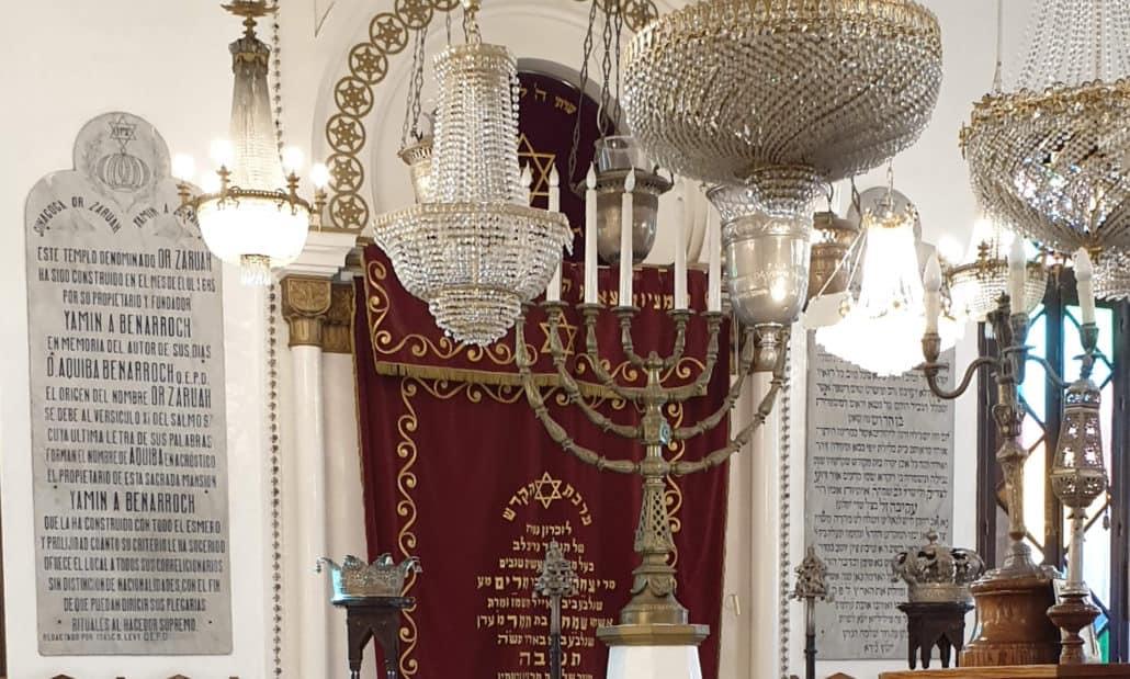 Interior de la Sinagoga.Menorah
