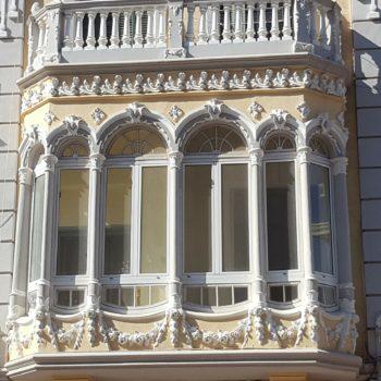 Mirador en la fachada de Avda- Juan Carlos I Rey