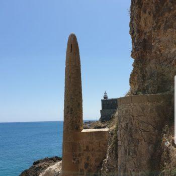 Muralla y Faro desde la bajada a Trápana