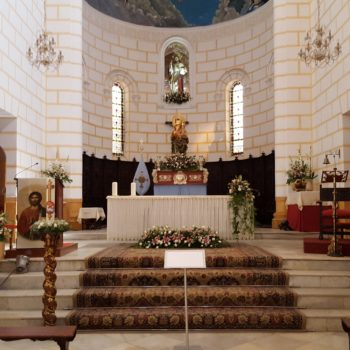 Nave central y altar mayor