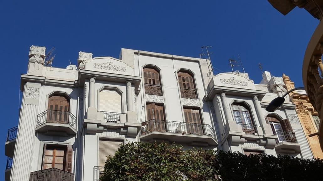 Parte superior fachada Avda. Reyes Católicos