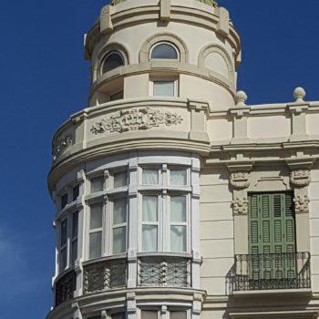 Torre desde la Plaza de España