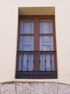Una de las ventanas del antiguo hospital