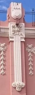 Decoración superior de las pilastras