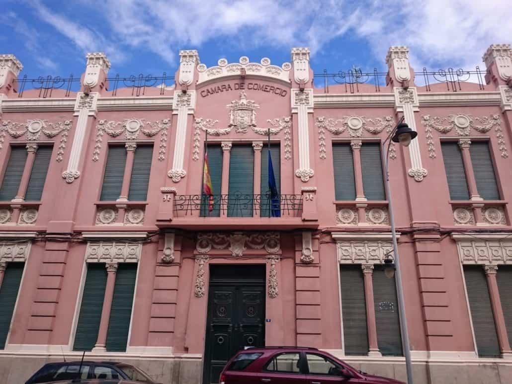 Fachada principal calle Cervantes