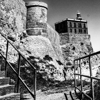 Faro y torreón del Bonete Chico