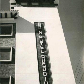 Antiguo Hotel Rusadir. Cartel de entrada. Fotografía AGML
