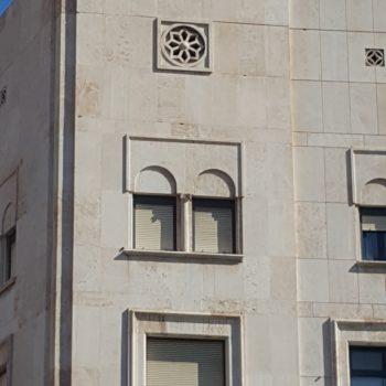 Detalle lateral fachada principal