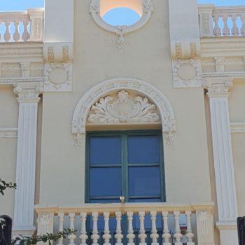 Colegio La Salle El Carmen. Balcón fachada principal