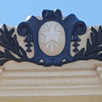 Colegio La Salle El Carmen. Detalle de la Fachada principal.. 02 Fotografía de Carmen Camargo