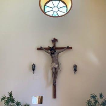 Parroquia de la Medalla Milagrosa. Crucificado. Fotografía de Luis Legido