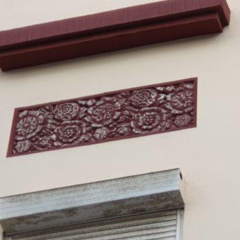 Edificio calle Justo Sancho Miñano, Detalle fachada